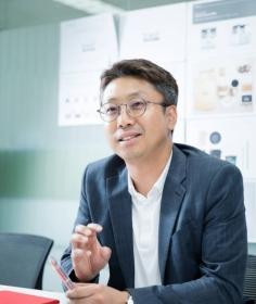 """NEWS│[오늘의 CEO] 지성원 달콤커피 대표 """"음성인식·AI 무인매장 선보이겠다"""""""